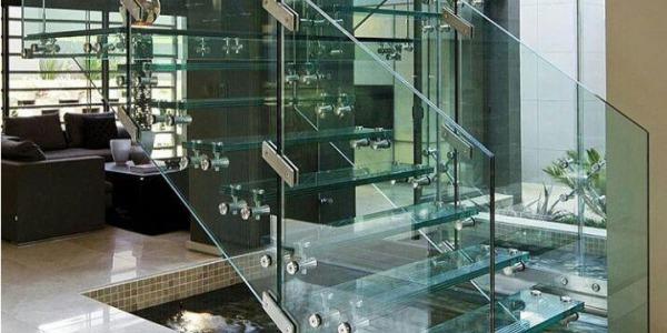 پله های شیشه ای