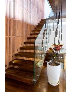 پله معلق چوبی